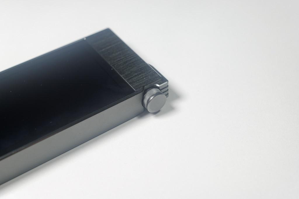 Le AK100II dispose d'un potentiomètre numérique pour le volume.