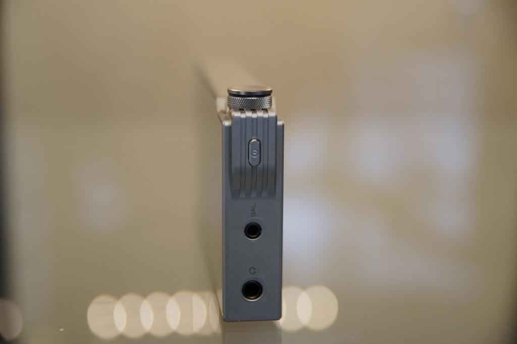 Sortie casque/Line-out/Optical-out et sortie symétrique sur le AK120 II
